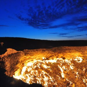 Crater of Fire Darvaza Gas Crater by Bruno Vanbesien via Flickr CC — копия
