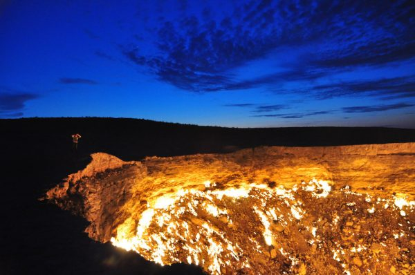 Crater of Fire Darvaza Gas Crater by Bruno Vanbesien via Flickr CC — копия
