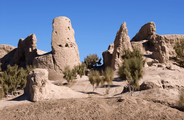 Izmukshir Fortress under the sands of ancient ruins